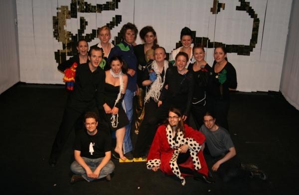 Abschlussgruppenbild mit einigen Mitgliedern des Ödipedia-Teams. Foto vom 27.04.2009.