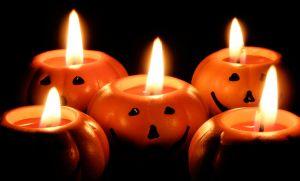 Halloween-Dekoration: Kürbiskerzen