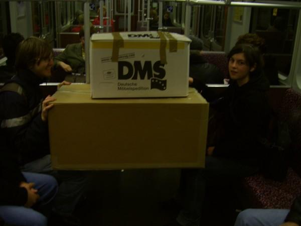 Lustige Szene beim Transport