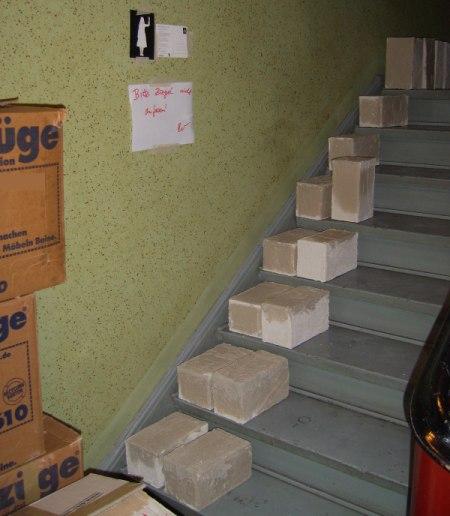 Treppenhaus mit Styroporziegeln