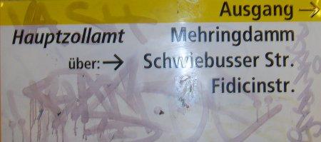 Wegbeschreibung: Foto vom Ausgangswegweiser (U-Bahn)