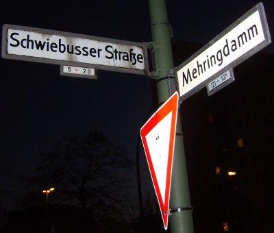 Wegbeschreibung: Ecke Mehringdamm/Schwiebusser Str.