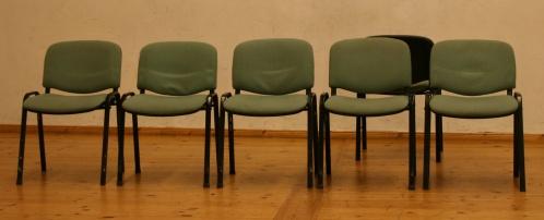 6 Stühle im Probenraum