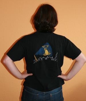 Der Bote mit LinuxTag T-Shirt von hinten …