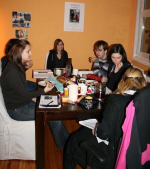 Leseprobe des Chors von Ödipedia am 10.01.2009. Von links nach rechts: Maren, Annika, Lisa, Stefan, Alessa, Johanna.