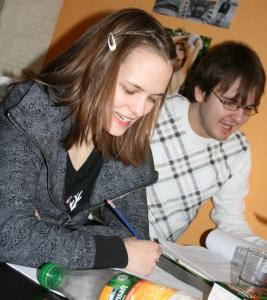 Lisa und Stefan bei der Chorleseprobe am 18.02.2009.