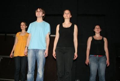 Einige Darsteller des Chors von Ödipedia: vlnr. Lisa, Stefan, Annika, Alessa; Nicht im Bild: Johanna, Maren, Sophia