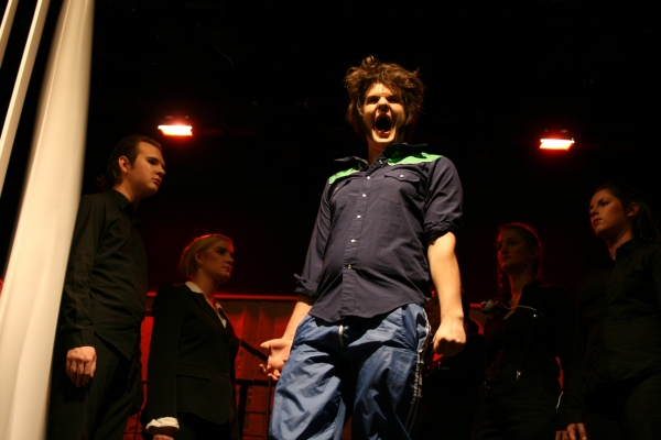 Ödipus (Martin Lhotzky, Mitte) wütend, als er seine Herkunft erkennt. Foto vom 19.04.2009.