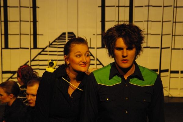 Die blinde Seherin Tiresia (Annika Packmor, links) erklärt Ödipus (Martin Lhotzky, rechts) die Prophezeihungen der Götter. Foto vom 25.04.2009.