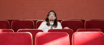 Ödipedia-Regisseur Benedict Roeser im Zuschauerraum des Kulturhaus Spandau. Foto vom 02.04.2009.