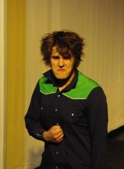 Ödipus (Martin Lhotzky), wütend über sich selbst, als er erkennt, dass er der Mörder des Laios gewesen ist. Foto vom 25.04.2009.
