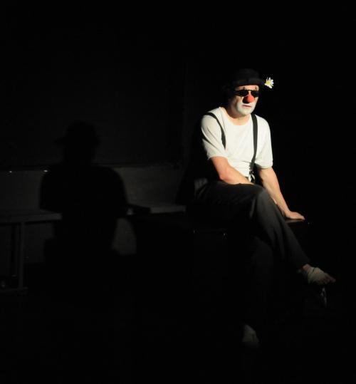 """Jochen Keth in """"Der gute König Ödipus"""", geschminkt als Clown, Foto vom 05.06.2010 - Fotograf: Sven Reichelt"""